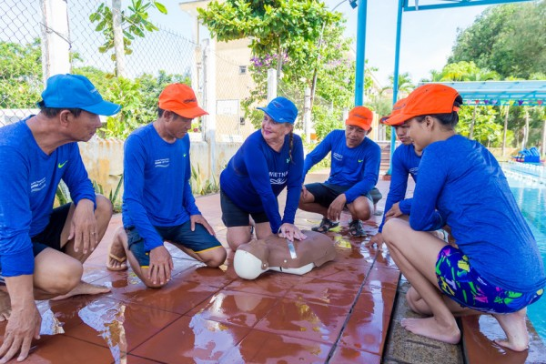 Australian volunteer Tanya Carmont works with her Swim Vietnam colleague on rescue skills