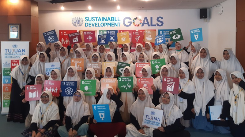 School visit to the UN headquarters in Jakarta with students holding their favourite Sustainable Development Goal. Supplied: Sian Bullingham