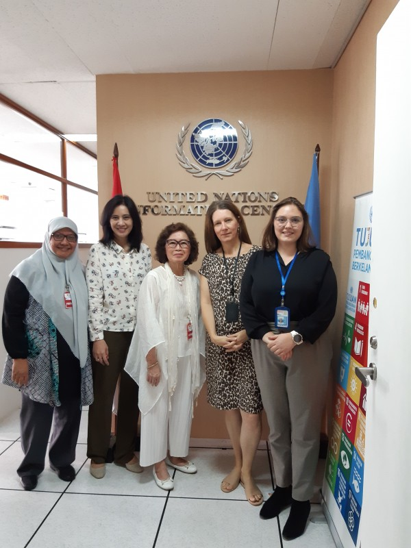 UNIC office at UN HQ in Jakarta with myself UNIC Director and local organisation Kelompok Pencinta Bacaan Anak 3