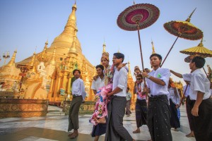 Myanmar temple people